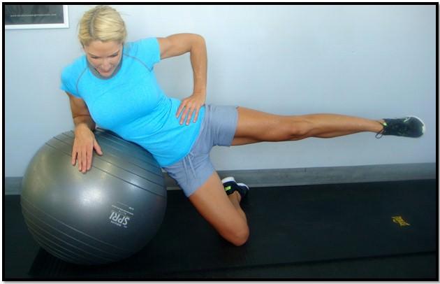 Упражнения от растяжек на боковой поверхности ног