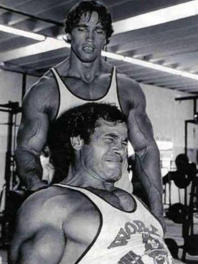 Арнольд и Франко Коломбо на тренировке